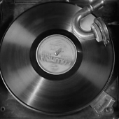 Fast spinning phonograph